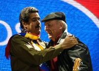 Daniel Viglietti (rechts) mit Venezuelas amtierendem Präsidenten Nicolás Maduro. Foto: Claudia Schröppel