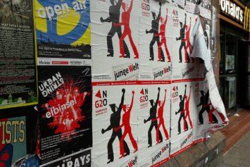 Plakate der jungen Welt am 4. Juli 2017 in Hamburg